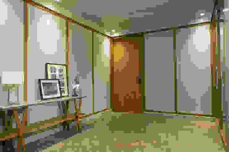 Passage view Modern corridor, hallway & stairs by DESIGNER'S CIRCLE Modern