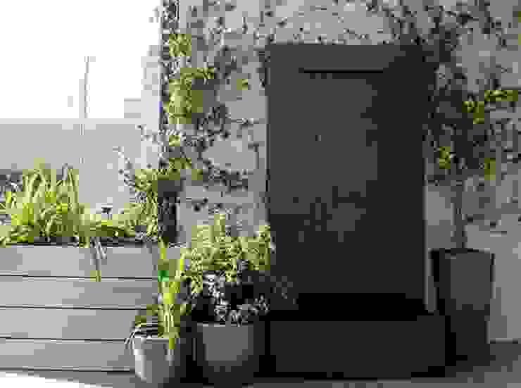 Fuente tipo pared La Habitación Verde Jardines modernos