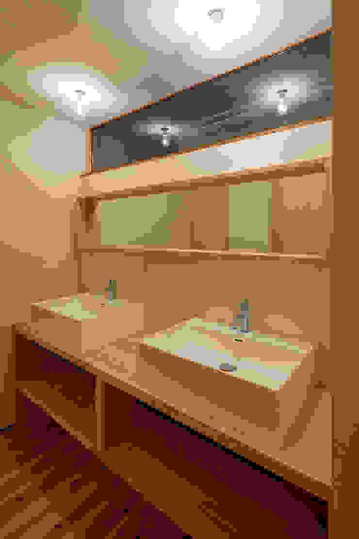 Baños de estilo minimalista de arbol Minimalista Madera maciza Multicolor