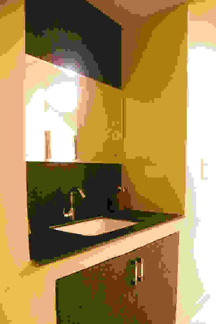 Mr. Gupta Kondapur Naani Modern bathroom by Ghar Ek Sapna Interiors Modern