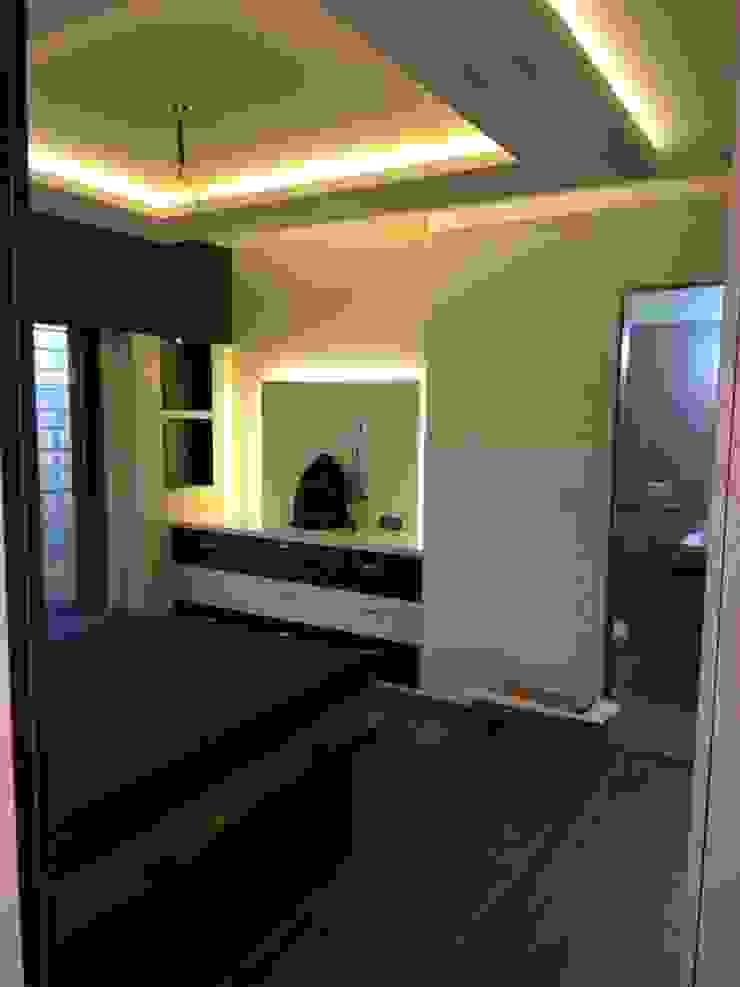 bedroom tv unit Modern style bedroom by KUMAR INTERIOR THANE Modern
