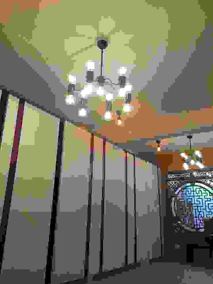 新店 现代客厅設計點子、靈感 & 圖片 根據 Joy Full Interior Designer 佐輔室內裝修 現代風