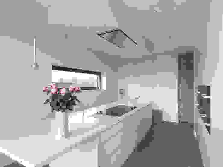 Kitchen by Lumoplan Lichtplanung Berlin, Minimalist