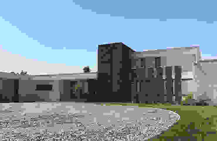 Casa Nogales - Chicureo proyecto arquitek Casas unifamiliares Aglomerado Blanco