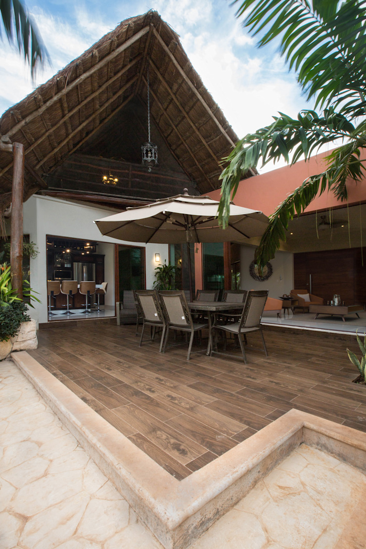 Balcones y terrazas modernos de Heftye Arquitectura Moderno Madera Acabado en madera