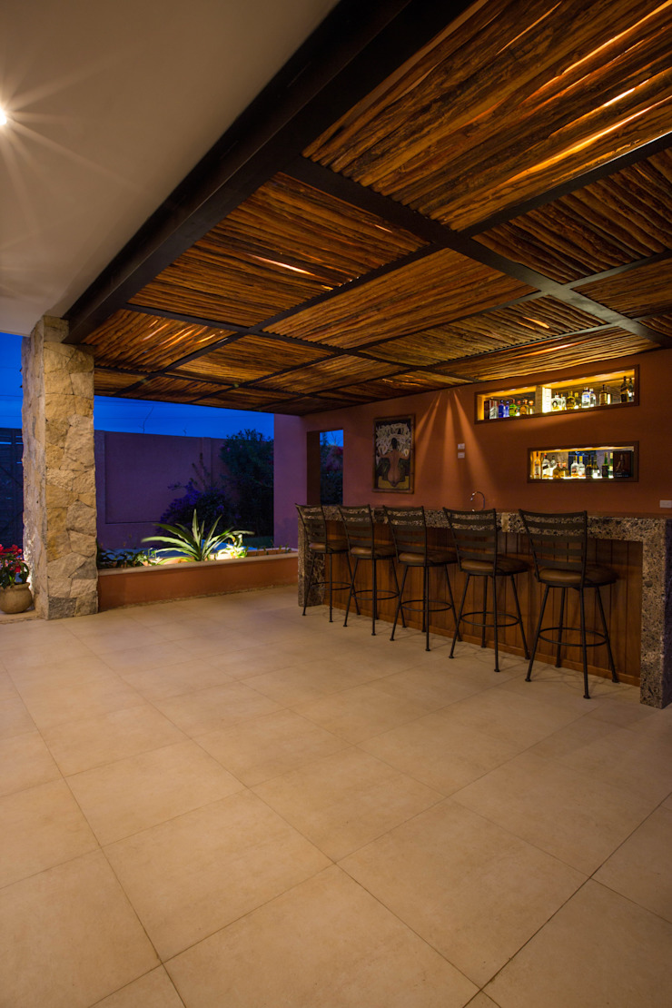 Bar de la Terraza Principal Bodegas de vino de estilo moderno de Heftye Arquitectura Moderno Caliza
