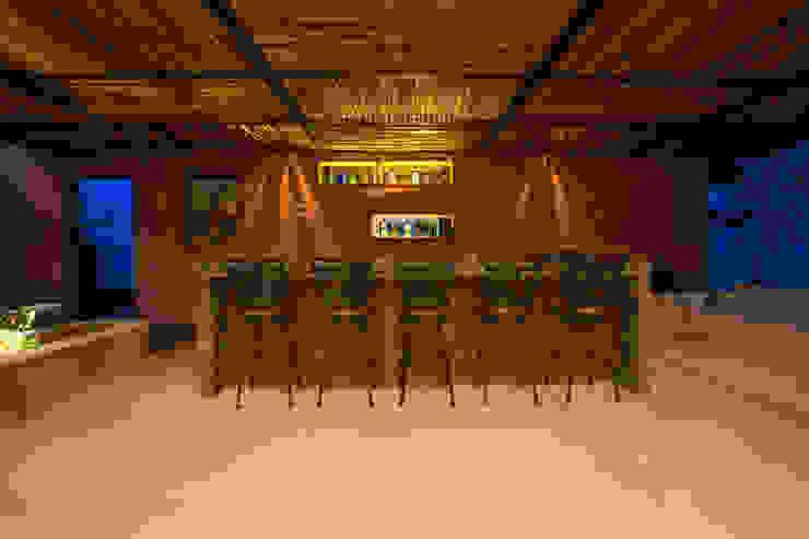 Bar de la Terraza Principal Bodegas de vino de estilo moderno de Heftye Arquitectura Moderno Madera Acabado en madera