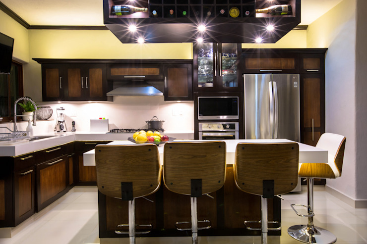 Cocina Integral de Lujo con Isla de Heftye Arquitectura Moderno Granito