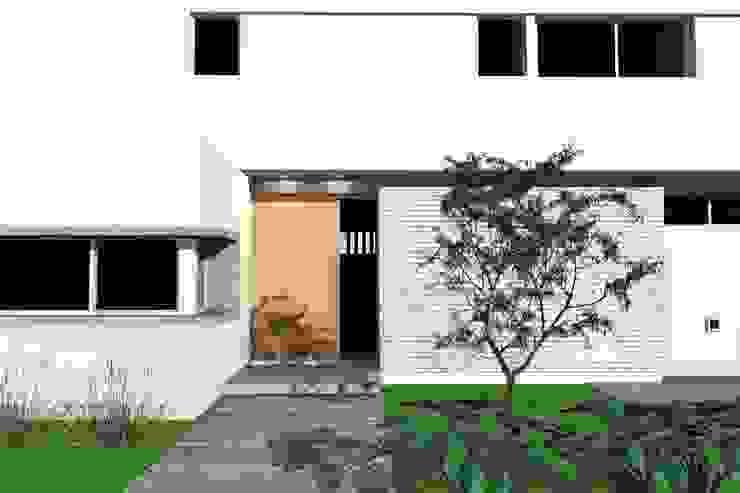 Acceso principal de Arquitectura Bur Zurita Moderno
