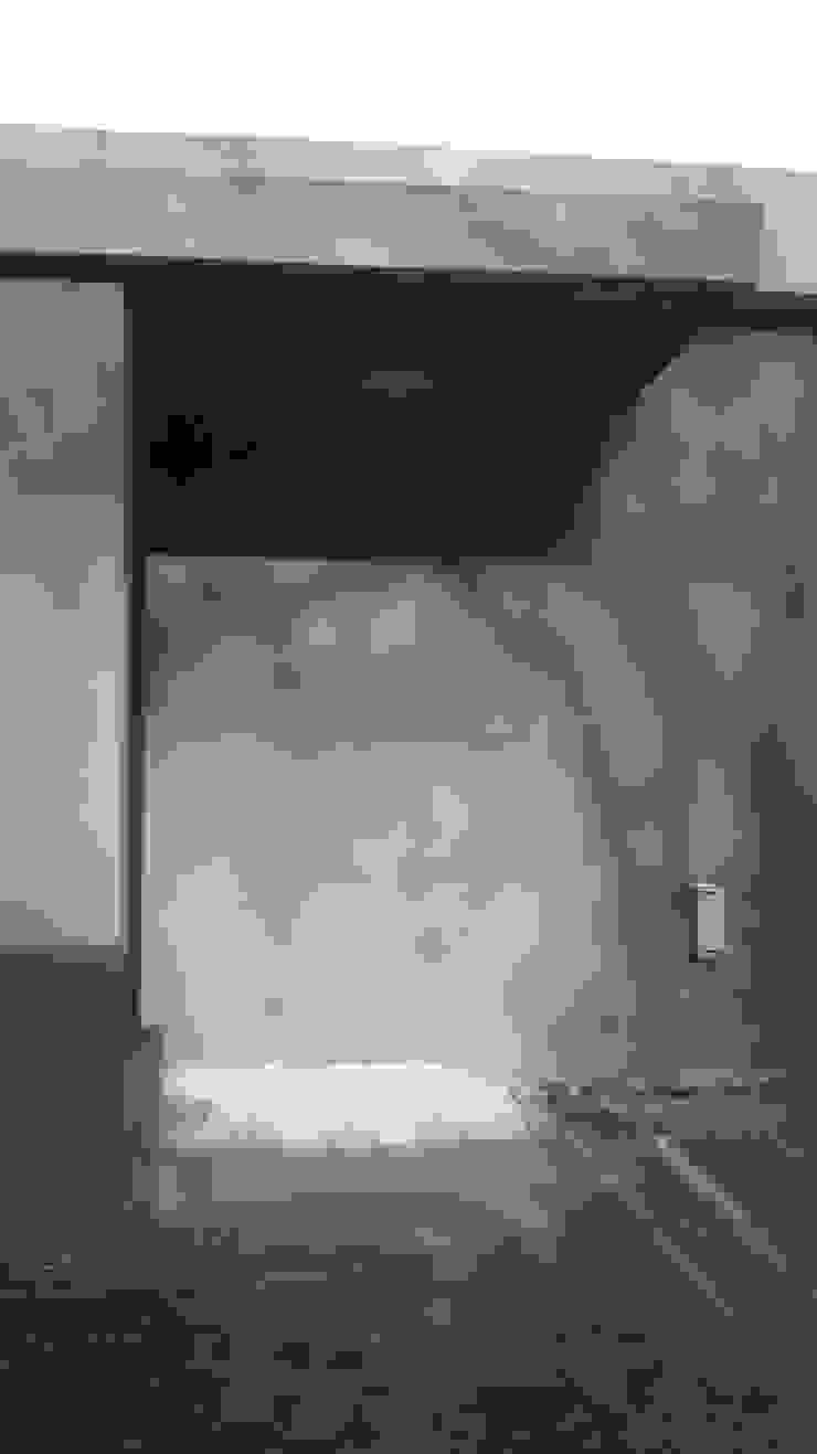 Acceso principal Pasillos, vestíbulos y escaleras modernos de Arquitectura Bur Zurita Moderno