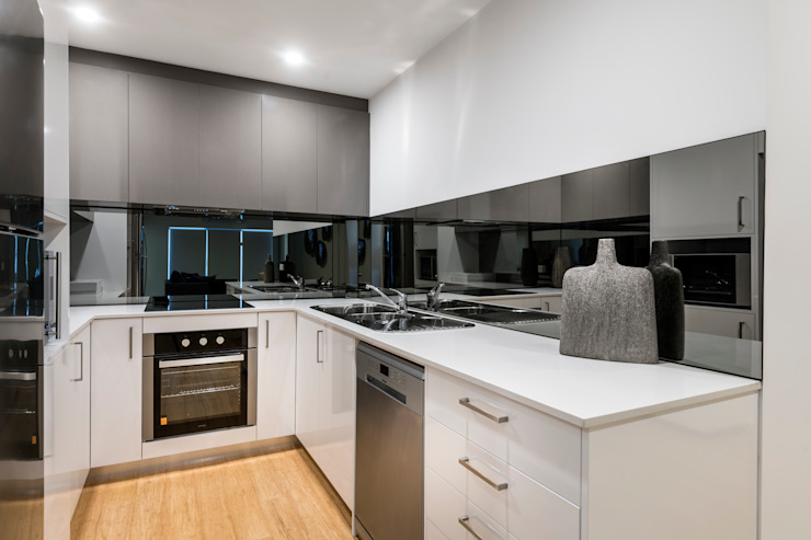 Kitchen Modern kitchen by Moda Interiors Modern