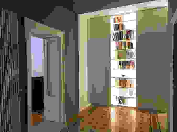 gk architetti (Carlo Andrea Gorelli+Keiko Kondo) Minimalistischer Flur, Diele & Treppenhaus