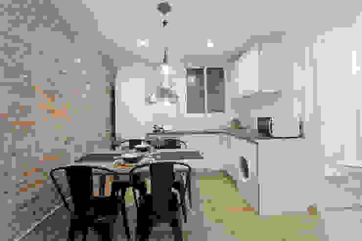 Moderno y acogedor - Interiorismo y Home Staging en Barcelona Comedores de estilo escandinavo de Dekohuset Escandinavo