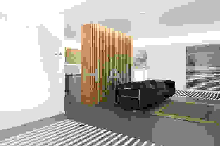 Ruang Keluarga Modern Oleh Casas inHAUS Modern