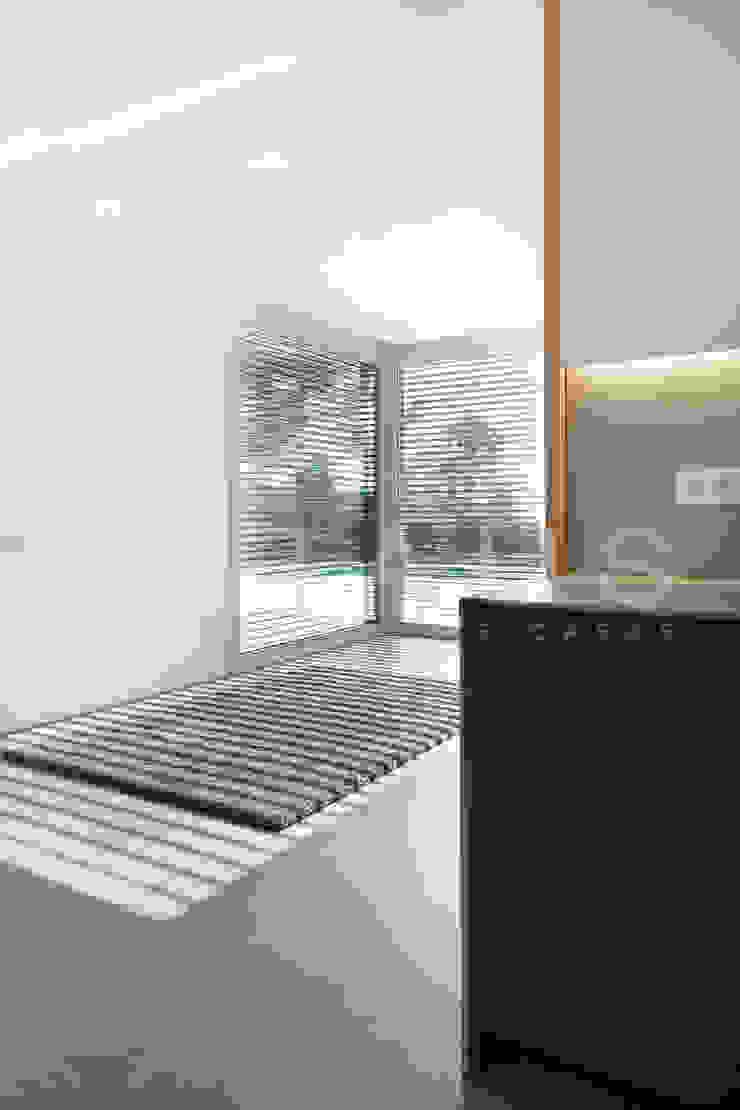 Ruang Makan Modern Oleh Casas inHAUS Modern