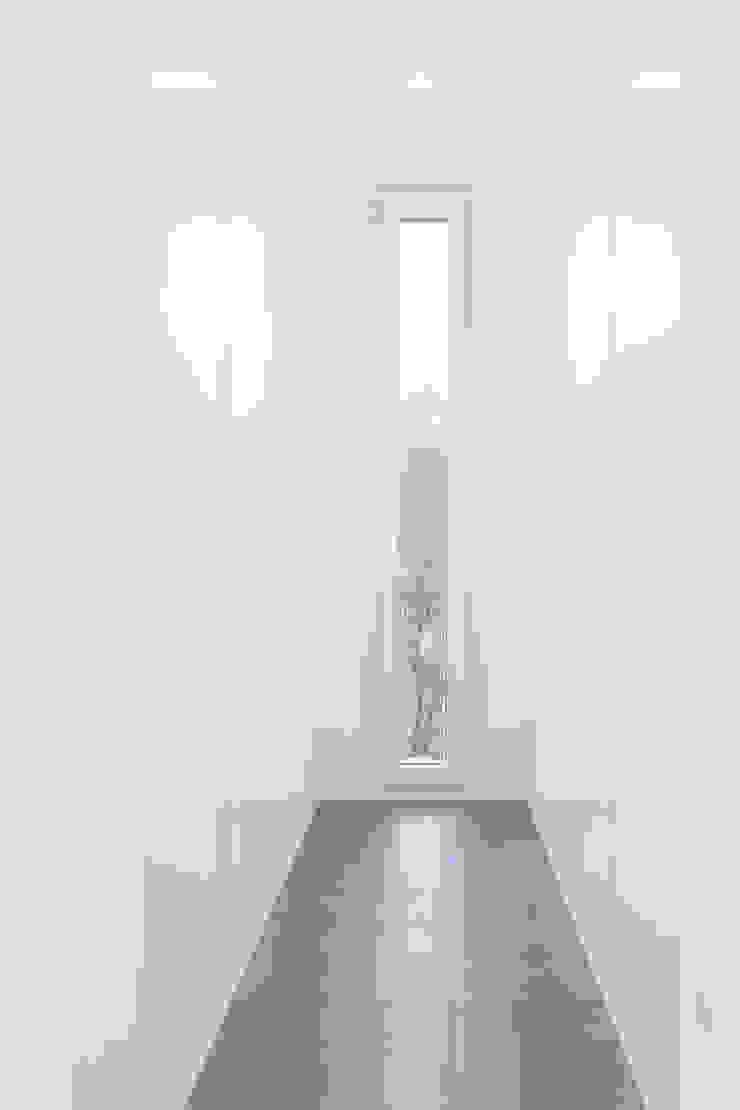 Ruang Ganti Modern Oleh Casas inHAUS Modern