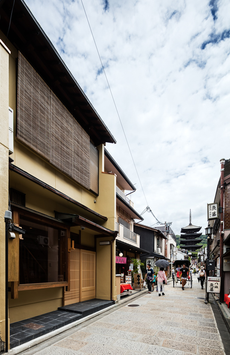 A Renovation Project in Kyoto by Yamada Architecture Modern
