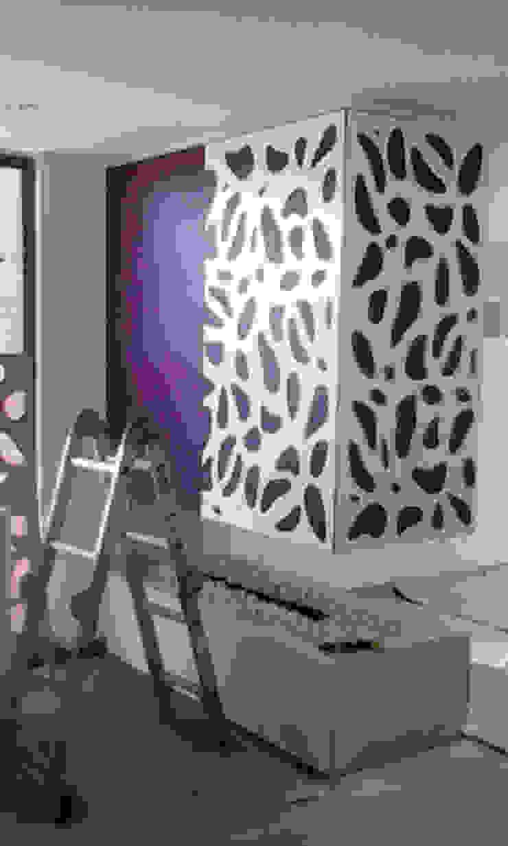 piel para chimenea 2 Salas modernas de Omar Interior Designer Empresa de Diseño Interior, remodelacion, Cocinas integrales, Decoración Moderno Madera Acabado en madera