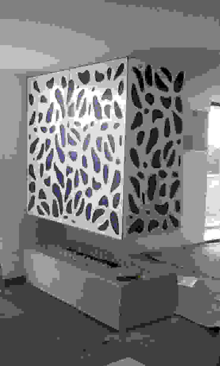 piel para chimenea 3 Salas modernas de Omar Interior Designer Empresa de Diseño Interior, remodelacion, Cocinas integrales, Decoración Moderno Madera Acabado en madera
