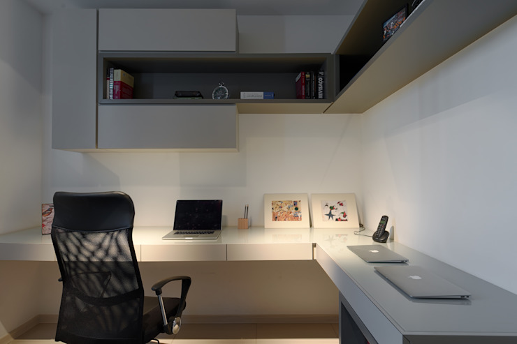 Home Office Emmanuelle Eduardo Arquitetura e Interiores 書房/辦公室 MDF Grey