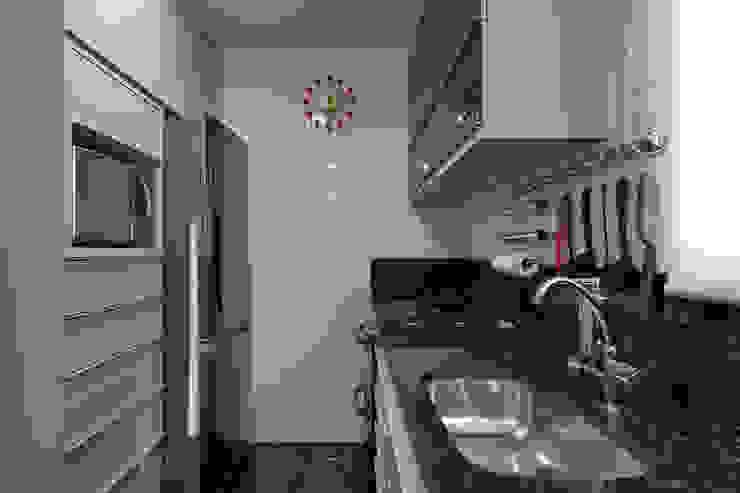 Emmanuelle Eduardo Arquitetura e Interiores 現代廚房設計點子、靈感&圖片