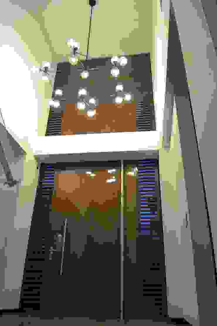 Casa Gaviria de Visual Arquitectos Moderno Madera maciza Multicolor