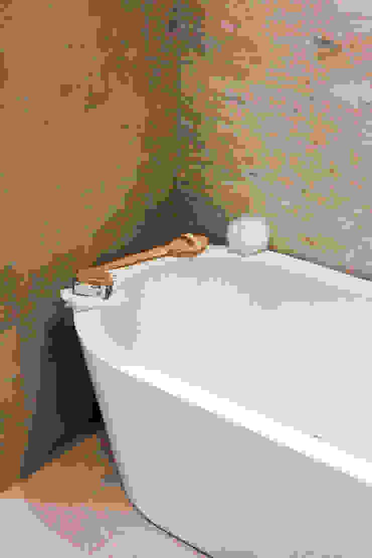 Penthouse interior by SMB Interior Design SMB Interior Design Ltd Modern bathroom