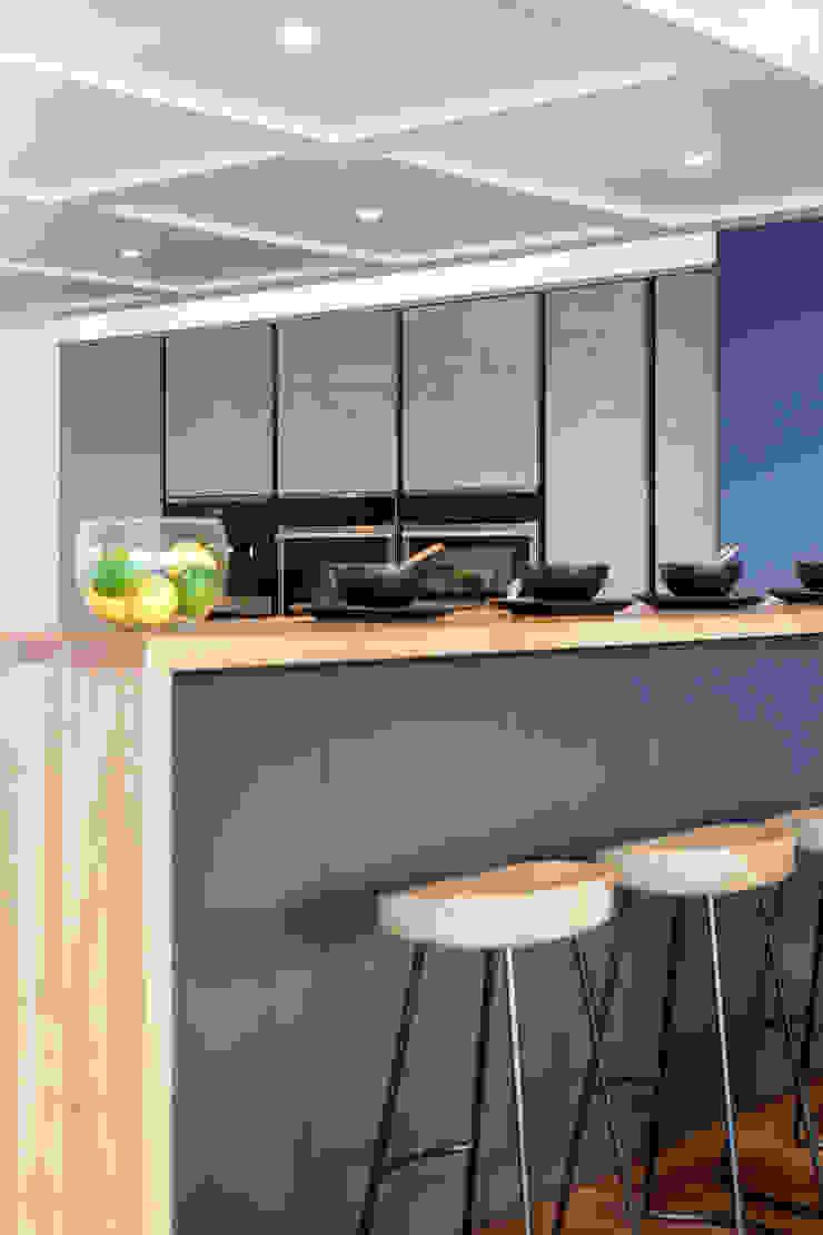 Penthouse interior by SMB Interior Design SMB Interior Design Ltd Modern kitchen