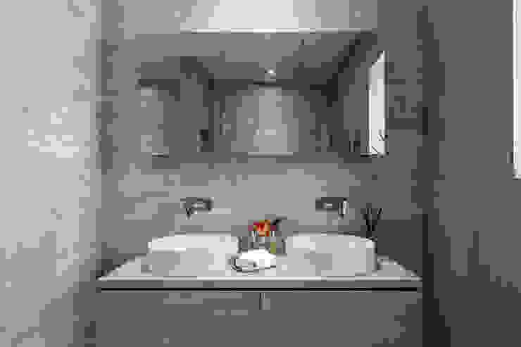 Penthouse interior by SMB Interior Design Salle de bain moderne par SMB Interior Design Ltd Moderne