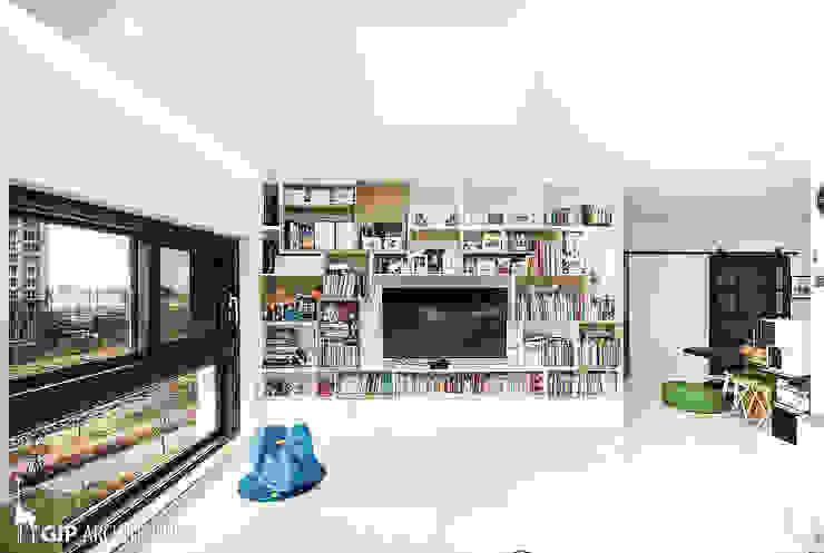 现代客厅設計點子、靈感 & 圖片 根據 GIP 現代風