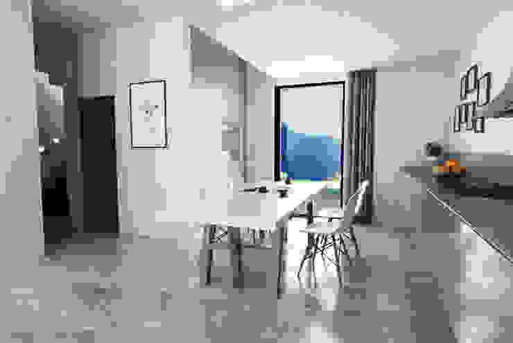 Villa a Schiera in Via Sandro Pertini Dicomano Soggiorno moderno di Studio Bennardi - Architettura & Design Moderno
