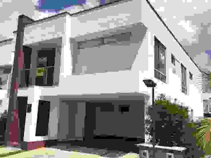 Casa El Retiro: Casas de estilo  por Conideal, Moderno