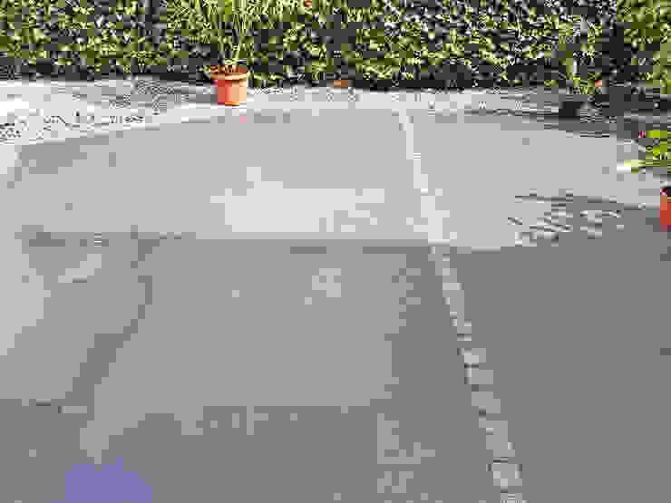 Terrasse mit Granitplatten, Pflaster und Sichtschutzplatten aus Naturstein Moderner Balkon, Veranda & Terrasse von NPR Natursteinpark Ruhr GmbH Modern Granit
