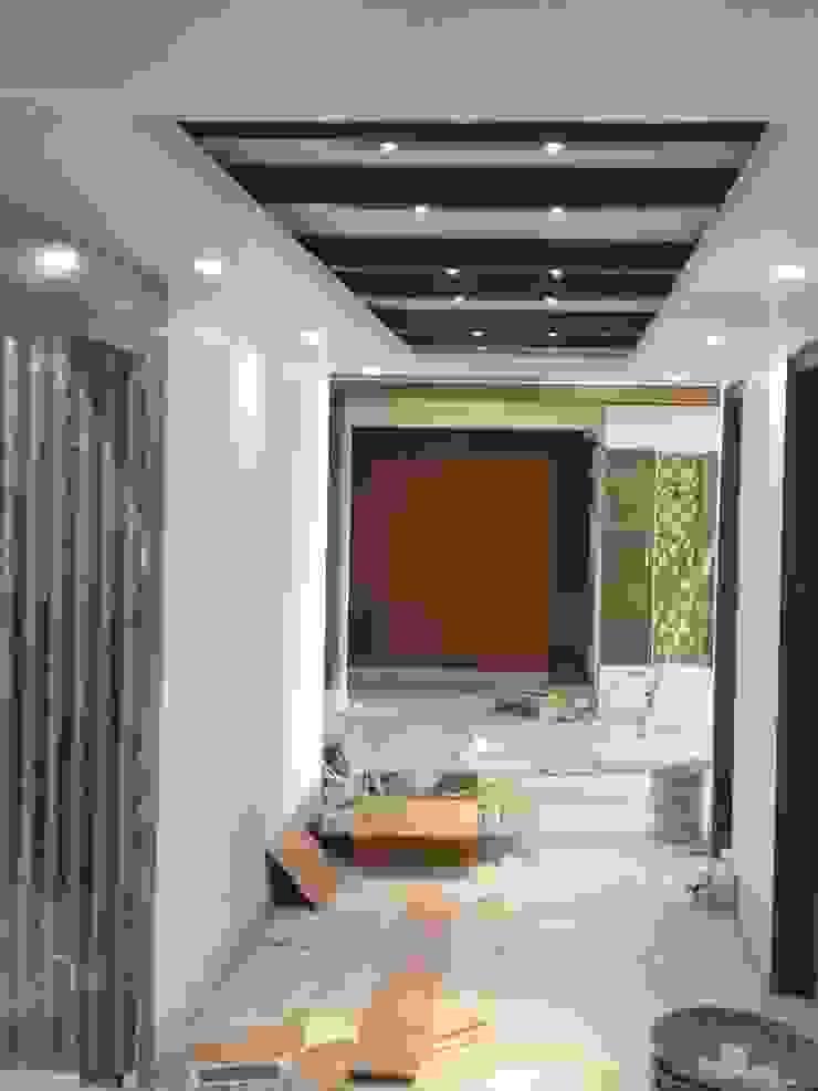 False ceiling in corridor Modern corridor, hallway & stairs by HOME CITY LIFESTYLE Modern MDF