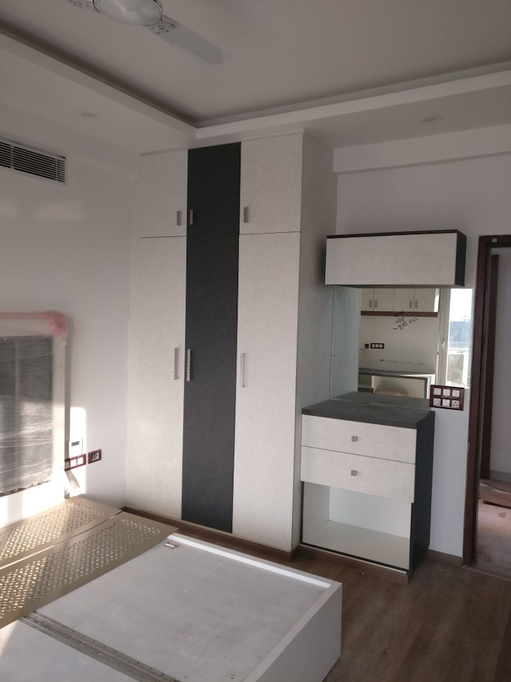 A Residence Design, Omaxe Forest, Noida: modern  by HOME CITY LIFESTYLE,Modern Engineered Wood Transparent