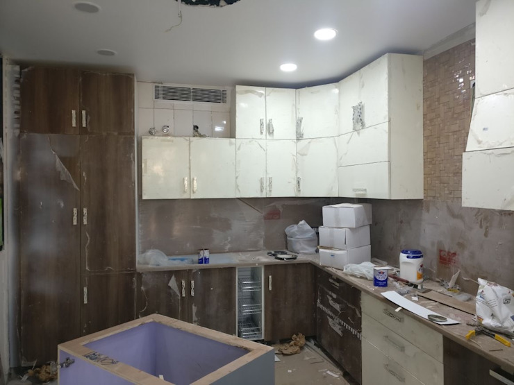 A Residence Design, Omaxe Forest, Noida: modern  by HOME CITY LIFESTYLE,Modern Solid Wood Multicolored