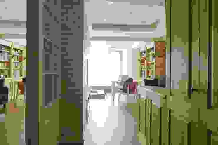 美式風格溫泉套房 經典風格的走廊,走廊和樓梯 根據 大觀創境空間設計事務所 古典風