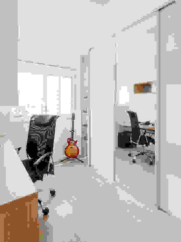 Camila Chalon Arquitetura Modern style study/office