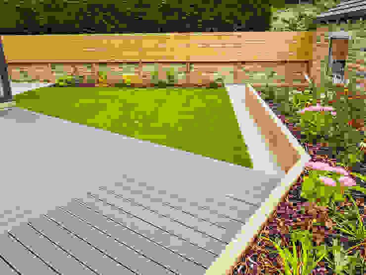 Composite Deck, Lawn and Raised Sleeper Bed Yorkshire Gardens Jardin moderne
