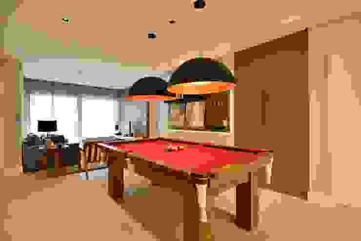 Modern living room by Stúdio Márcio Verza Modern MDF
