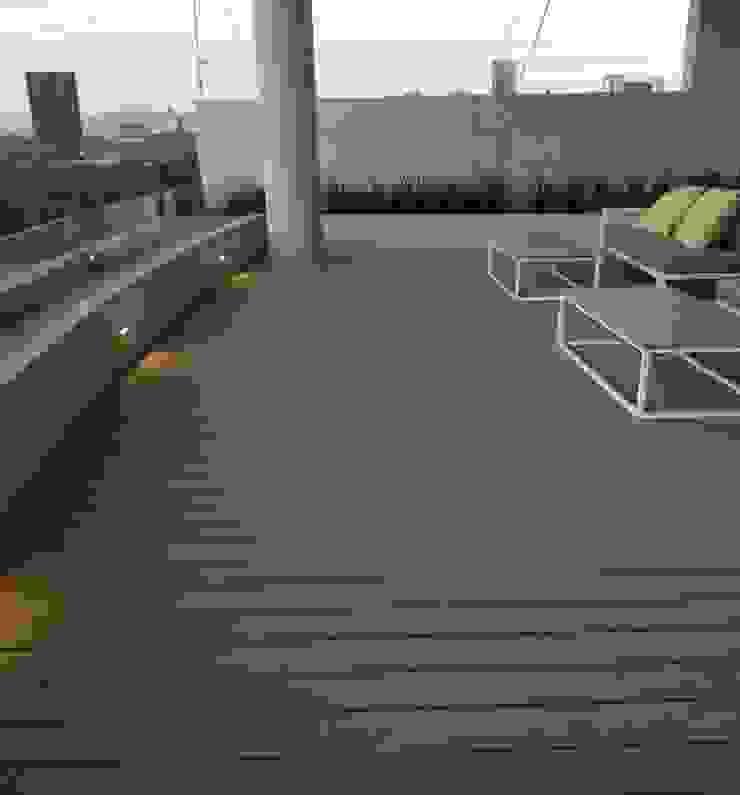 Kiinch Balcone, Veranda & Terrazza in stile classico PVC Effetto legno