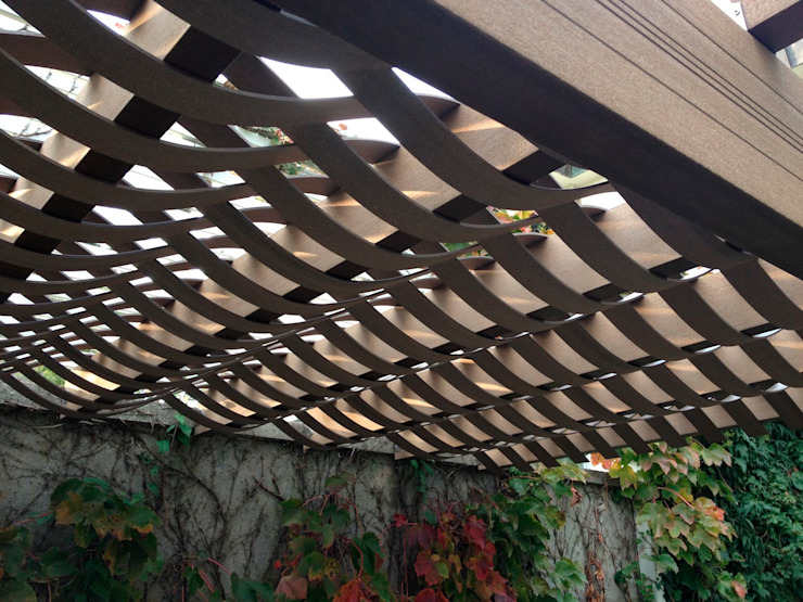 Techo con vista ondular en casa homify Techos planos Compuestos de madera y plástico Acabado en madera