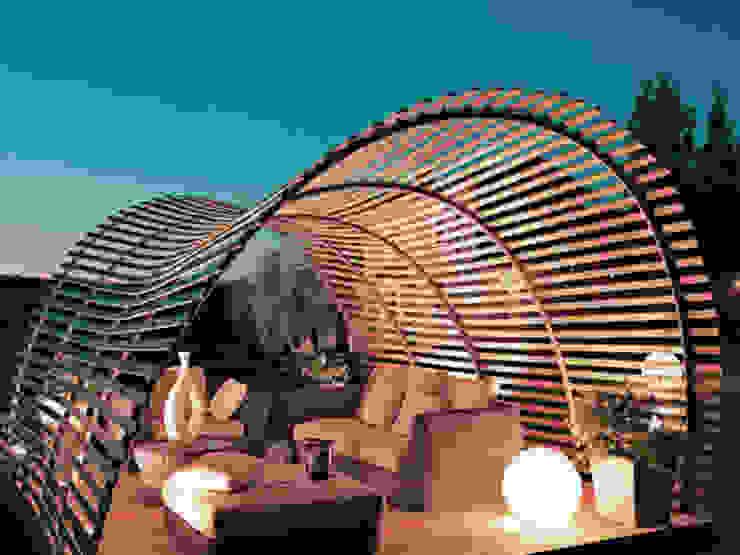 Techo con vista ondular en casa homify Techos inclinados Compuestos de madera y plástico Acabado en madera