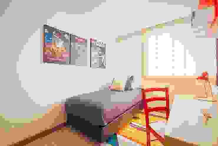 Habitación inspirada en LEGO de Maria Mentira Studio Moderno Textil Ámbar/Dorado