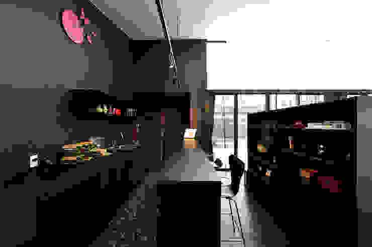 *studio LOOP 建築設計事務所 Soggiorno moderno