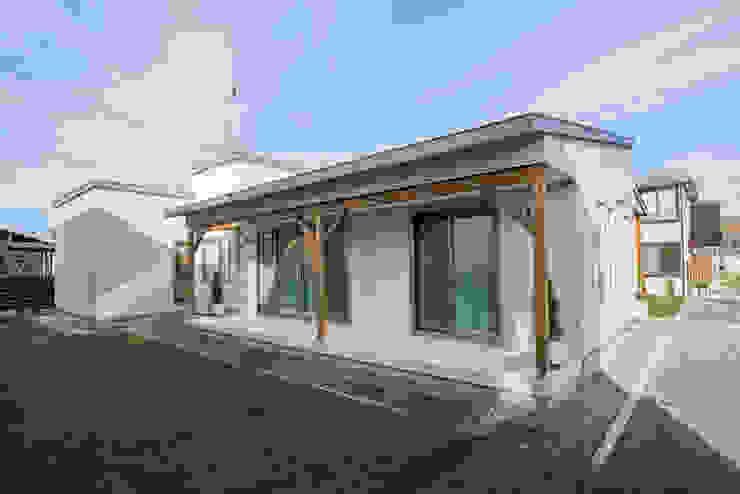 現代房屋設計點子、靈感 & 圖片 根據 安藤建設株式会社 現代風