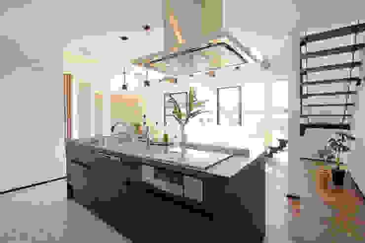 Kitchen by 株式会社プラスアイ, Modern