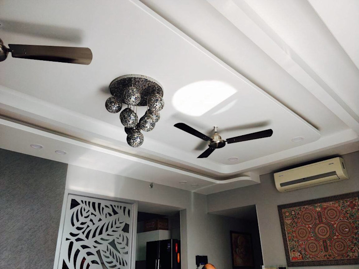 ceiling : eclectic  by EdgeHomes Architects,Eclectic Glass