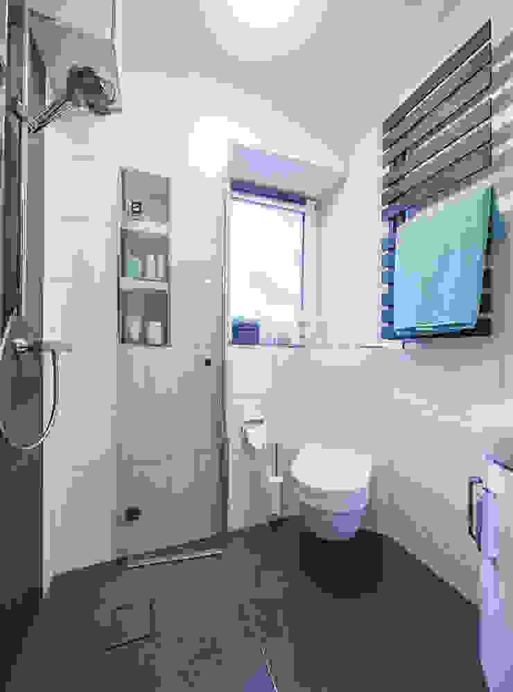 Kleines Badezimmer optimal durchdacht von Banovo GmbH | homify
