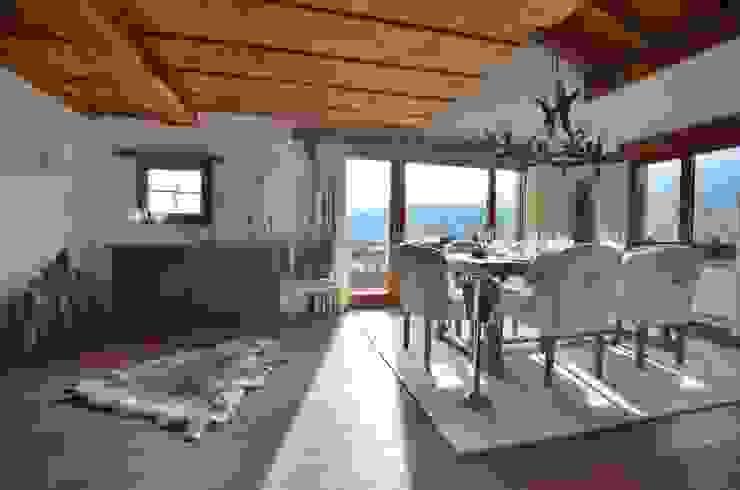 Esszimmer im Alpenstil von Select Living Interiors Rustikal Holz Holznachbildung